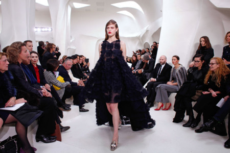 Vestido de cola negro Christian Dior Alta Costura Primavera-Verano 2014