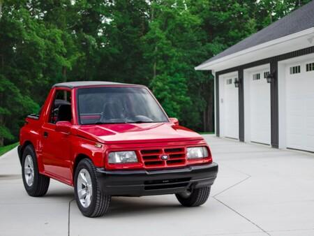 El Chevrolet Tracker 1996 que esconde bajo el cofre un V6 de Camaro con más de 300 hp