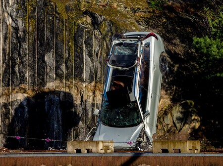 Esta es la razón por la cual Volvo deja caer sus coches desde una altura de 30 metros