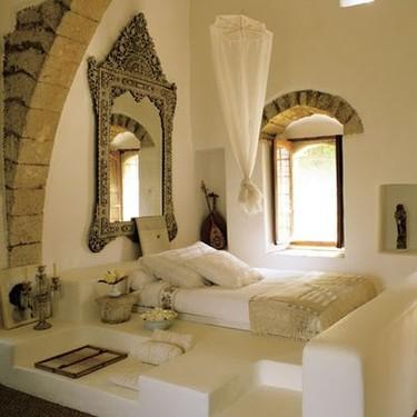 Puertas abiertas: un dormitorio para el relax con aire oriental
