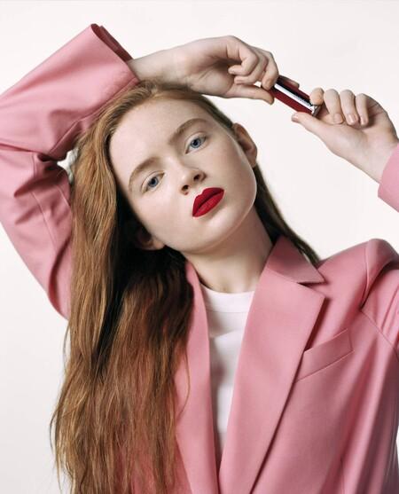 Sadie Sink, de Stranger Things, se convierte en la preciosa protagonista de la última campaña de maquillaje de Givenchy