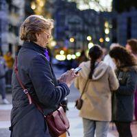 Sí, los móviles no están haciendo peores peatones: con la llegada del iPhone se dispararon los accidentes