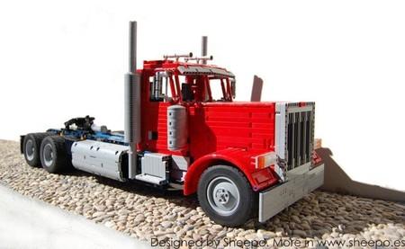 Peterbilt 379 hecho con piezas de LEGO