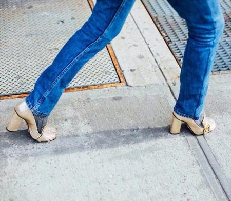 Clonados y pillados: los mocasines dorados de Gucci tienen su alma gemela en H&M