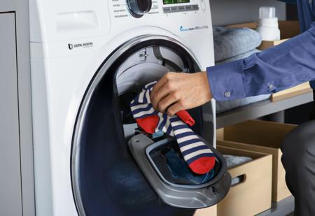 Por qué no hemos podido meter ropa a mitad de colada en la lavadora desde los años 50 hasta hoy