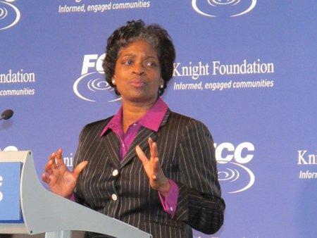 La comisaria demócrata en la FCC advierte que 'no podemos permitirnos dejar a los que menos tienen sin Internet'