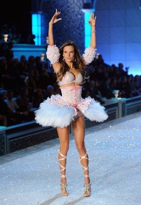 victorias-secret-fashion-show-2011-3.jpg