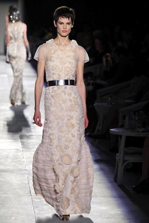 Foto de Chanel Alta Costura Otoño-Invierno 2012/2013: rosa, gris, brillos y nuevo vintage (57/61)