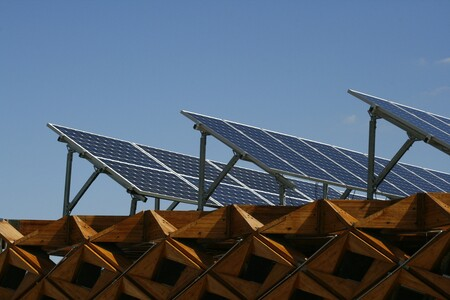 Así son las ayudas para autoconsumo eléctrico: hasta 40 % de descuento para equipar el hogar con sistemas renovables