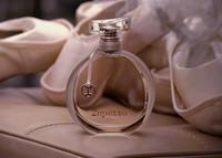 Para el lanzamiento de su Eau de Parfum, Repetto organiza mini ballets en las plazas de las capitales más importantes