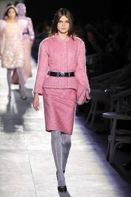 Foto de Chanel Alta Costura Otoño-Invierno 2012/2013: rosa, gris, brillos y nuevo vintage (17/61)