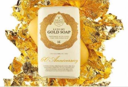 Nesti Dante y su pastilla de jabón de lujo con oro de 24 kilates