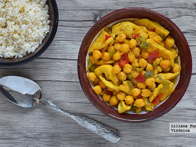 Curry rápido de pollo y garbanzos. Receta saludable