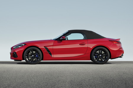 BMW Z4 M40i First Edition lateral con capota