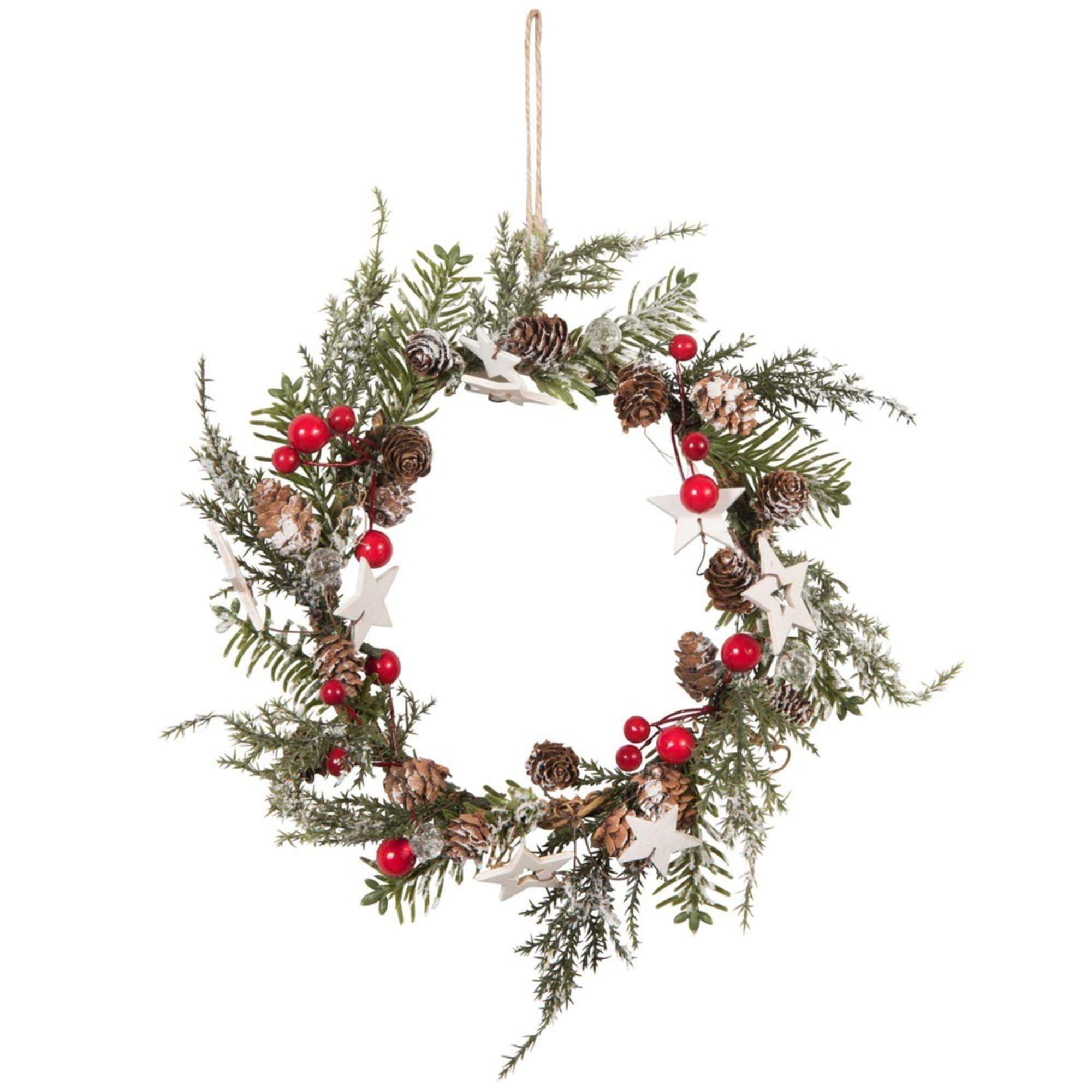 Corona de Navidad con detalles de piñas, estrellas y frutos rojos