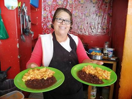 Memorias de cocina: los secretos detrás de las flautas, arroz y milanesas de una fondita de la esquina