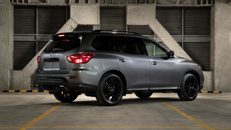 Nissan Pathfinder Midnight Edition Mexico