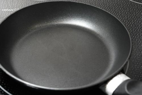 La historia de los utensilios de cocina antiadherentes y el teflón