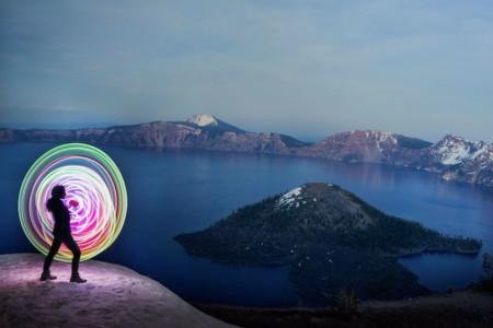 Estas fotos sólo necesitan un hula-hoop de LEDs, una cámara, parques y mucha creatividad