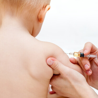 Calendario de vacunas 2021 recomendado por la Asociación Española de Pediatría: estas son las novedades