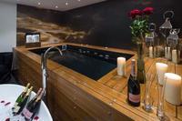 El día de los enamorados más glamuroso: bañarse en champán y otros lujos