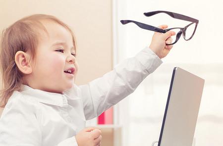 niños con gafas
