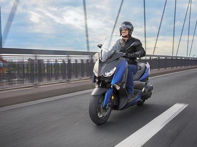 Por 6.699 euros, el Yamaha X-MAX 400 quiere reinar en la ciudad (si el T-MAX se lo permite)