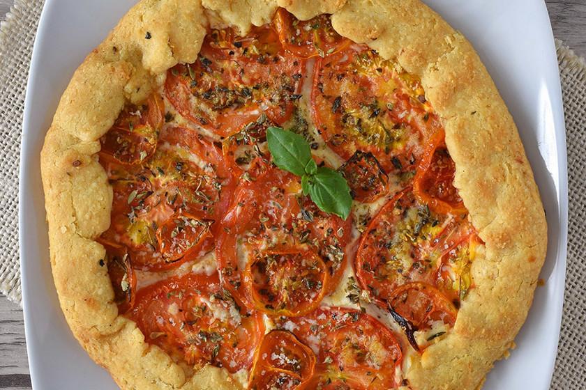 Tarta salada de tomates con crema de queso y mostaza: receta para disfrutar del buen tiempo