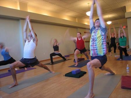 Practicar yoga protege contra enfermedades cardíacas