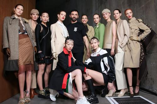 Gigi Hadid e Irina Shayk juntas para Burberry en el segundo desfile de Riccardo Tisci para la firma