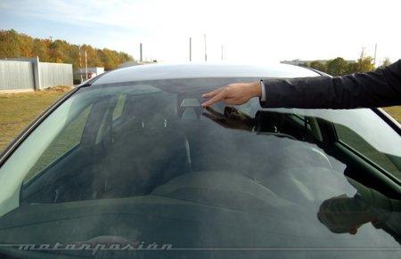 Sistema de mantiene el vehículo en su carril