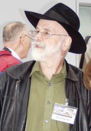 Terry Pratchett anuncia que padece Alzheimer