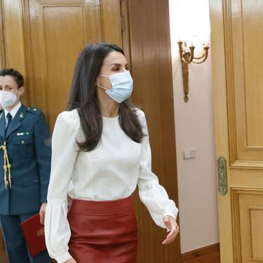 La falda de cuero de la reina Letizia se convierte en la protagonista excepcional de su último look