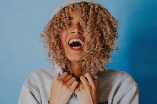 La felicidad sí entiende de edades: esto es lo que nos hace felices a las mujeres en función de la generación