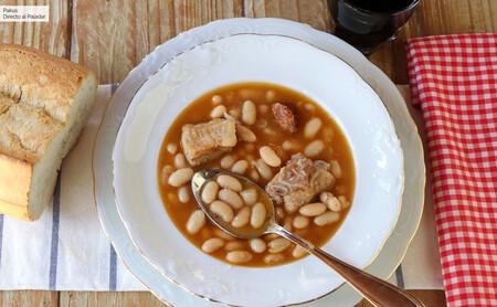 Alubias blancas con costillas de cerdo, la receta tradicional de este delicioso plato de cuchara