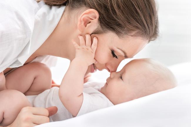 Los increíbles beneficios de cantarle a tu bebé
