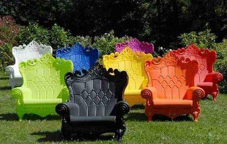 Tronos de exterior de muchos colores