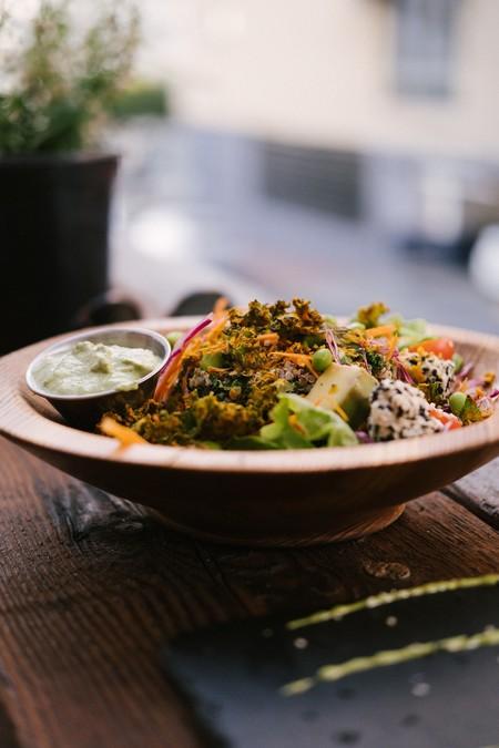 ensaladas-saludables-faciles-de-preparar-para-este-verano-ensalada-de-betabel