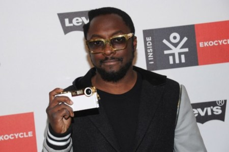 Will.i.am y su i.am+, un accesorio que añade una cámara de 14 megapíxeles al iPhone