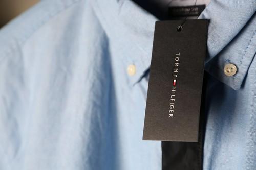 Chollos en tallas sueltas de camisas, polos o vestidos de marcas como Guess, Tommy Hilfiger o El Ganso en Amazon