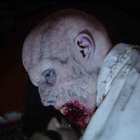 La nueva película de 'Resident Evil' ya tiene su terrorífico primer trailer, y tiene zombies y sangre por doquier