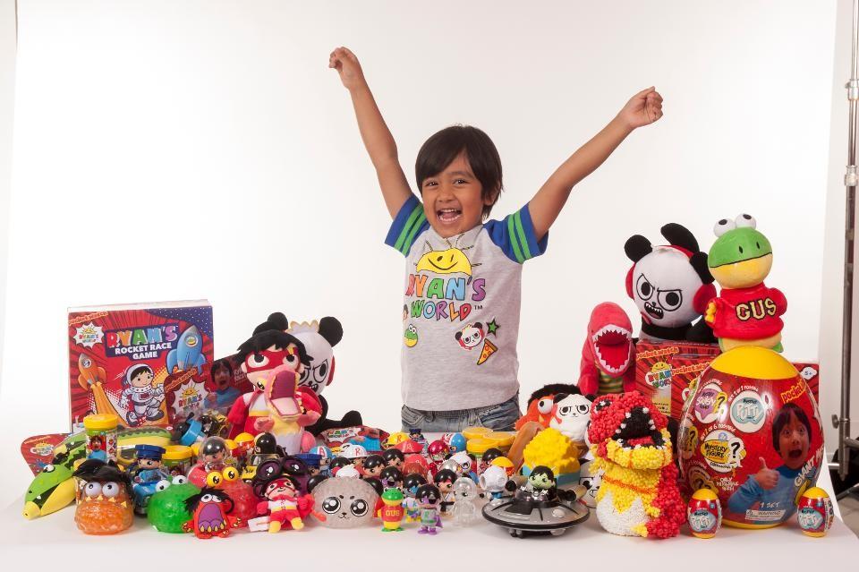 El youtuber que más dinero gana tiene siete años y hace 22 millones de dólares al año con reviews de juguetes