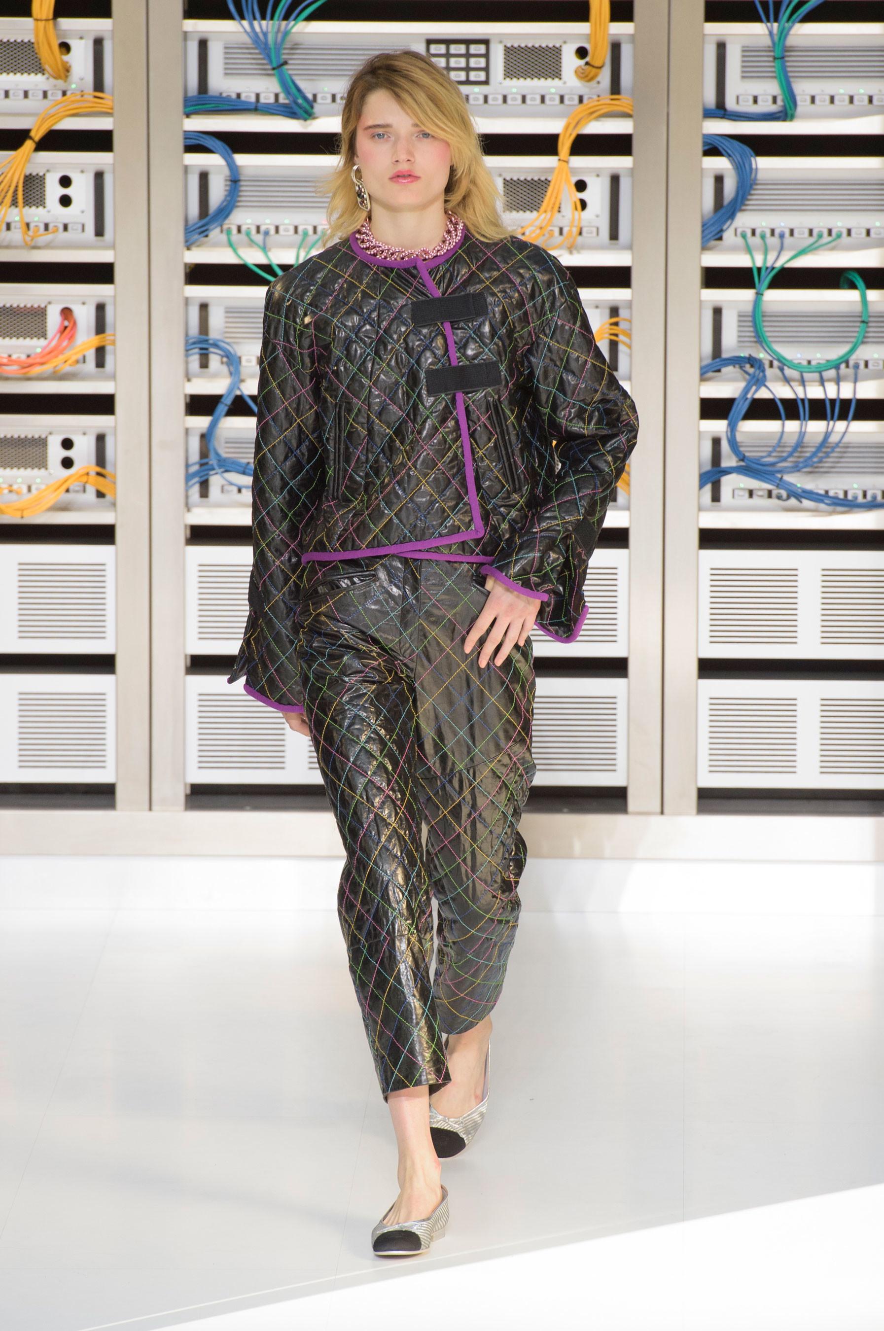 Foto de El regreso al futuro de Chanel en su colección Primavera-Verano 2017 (26/96)