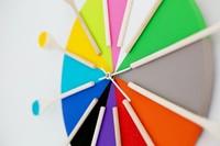 Hazlo tú mismo: un reloj multicolor para la cocina