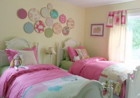 Modern Minimalist Shared Girl Room Interior Design Feats Decorative Plates Wall Decor And Medium Bay Window 900x633