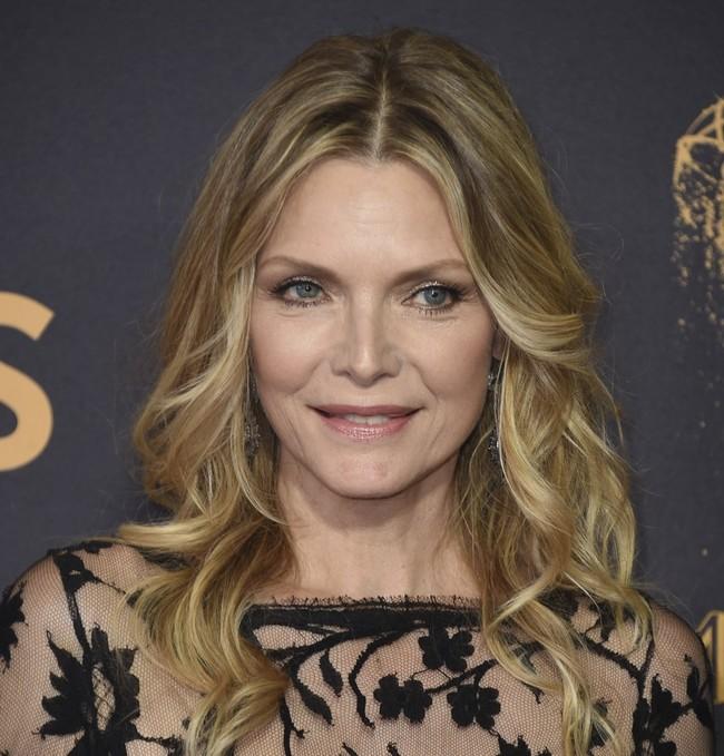 Michelle Pfeiffer Emmy 2017 2