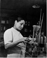 La historia de Helena Rubinstein, la mujer que inventó la belleza