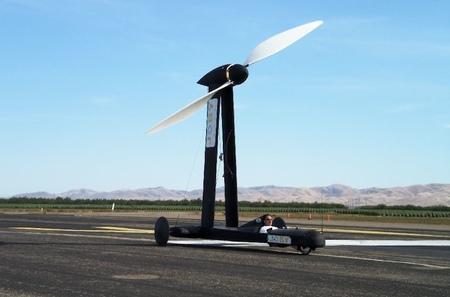 Blackbird, el coche eólico que corre más que el viento