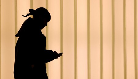 Una app para espiar móviles de personas cercanas deja expuestas online fotos e información de miles de víctimas