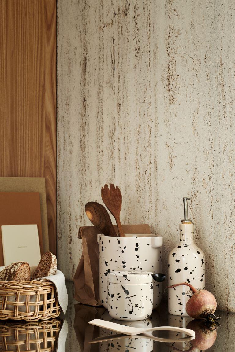 Bote de cerámica con tapa